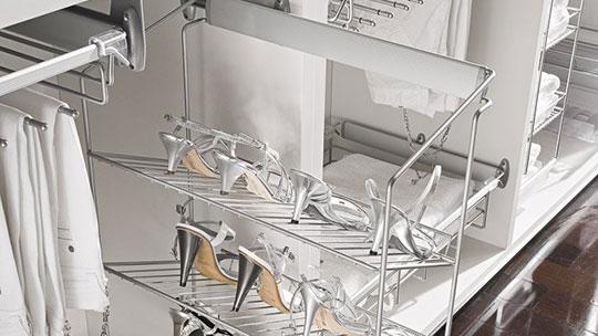 Držáky bot k vestavěným skříním