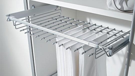Kalhotovníky k vestavěným skříním