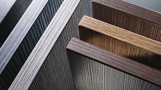 Materiály pro výrobu vestavěných skříní.