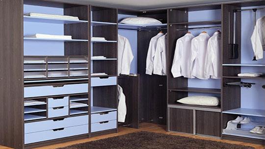 Vestavěné skříně do vaší šatny
