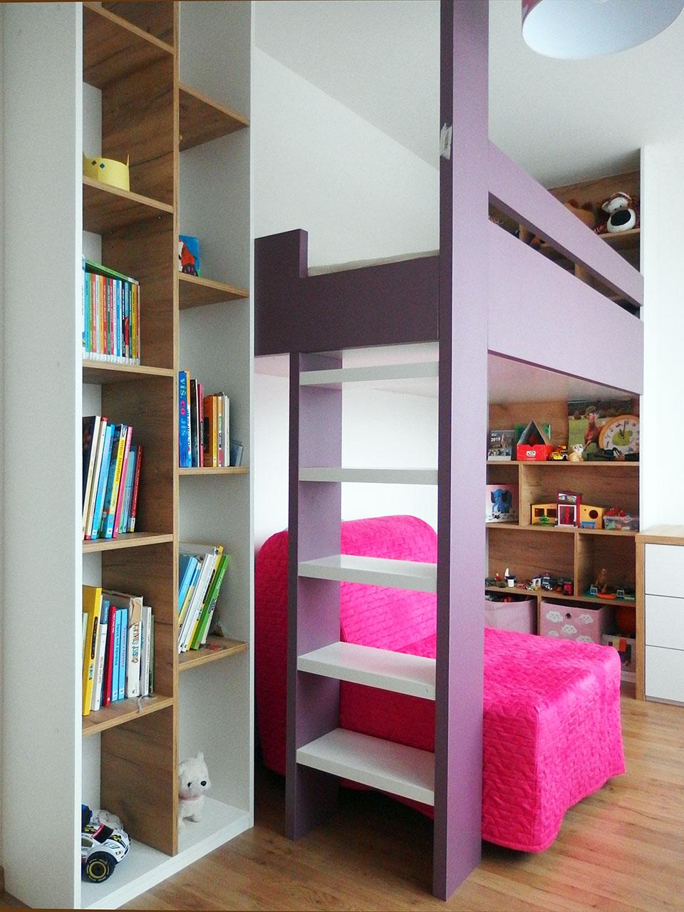 Dětský pokoj se zvýšenou postelí