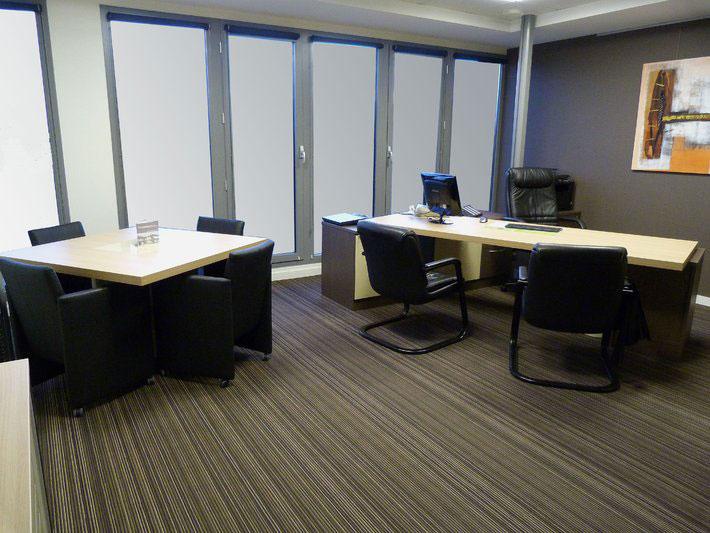 Kancelářské stoly a skříně
