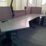 Asymetrický stůl do kanceláře