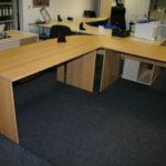 Vybavení kanceláří stoly