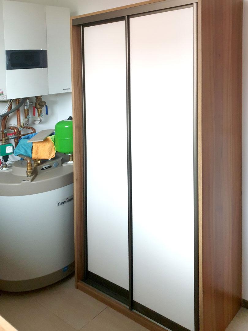 Vestavěné skříň do technické místnosti.