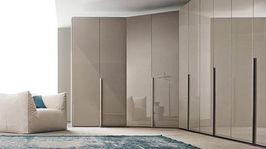 vestavěné skříně s pantovými dveřmi