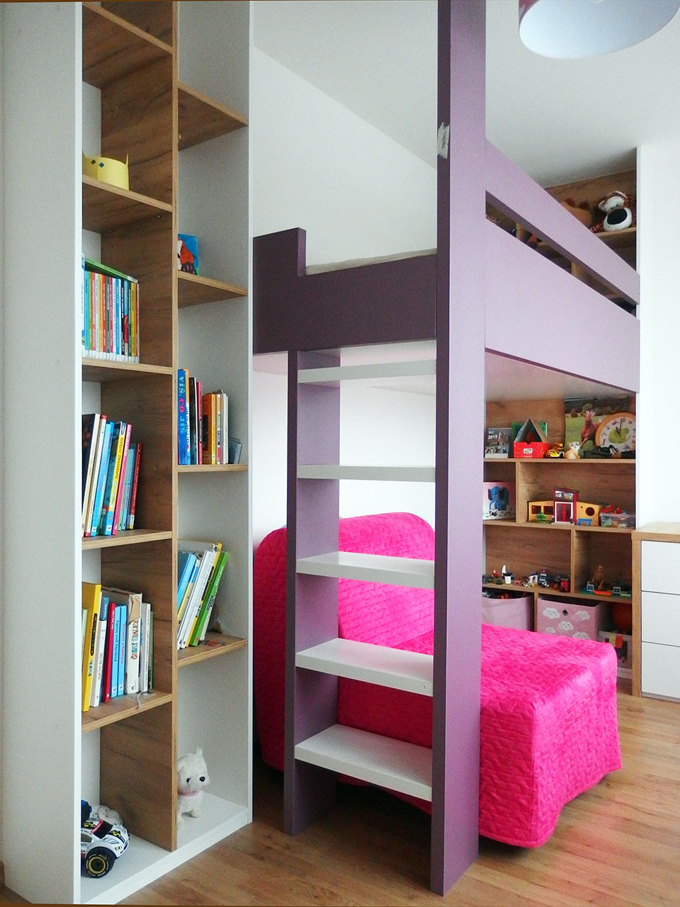 Realizace kompletního interieru vč. patrové postele s rozkládacím křesílkem do dětského pokoje pro holčičku Praha 9