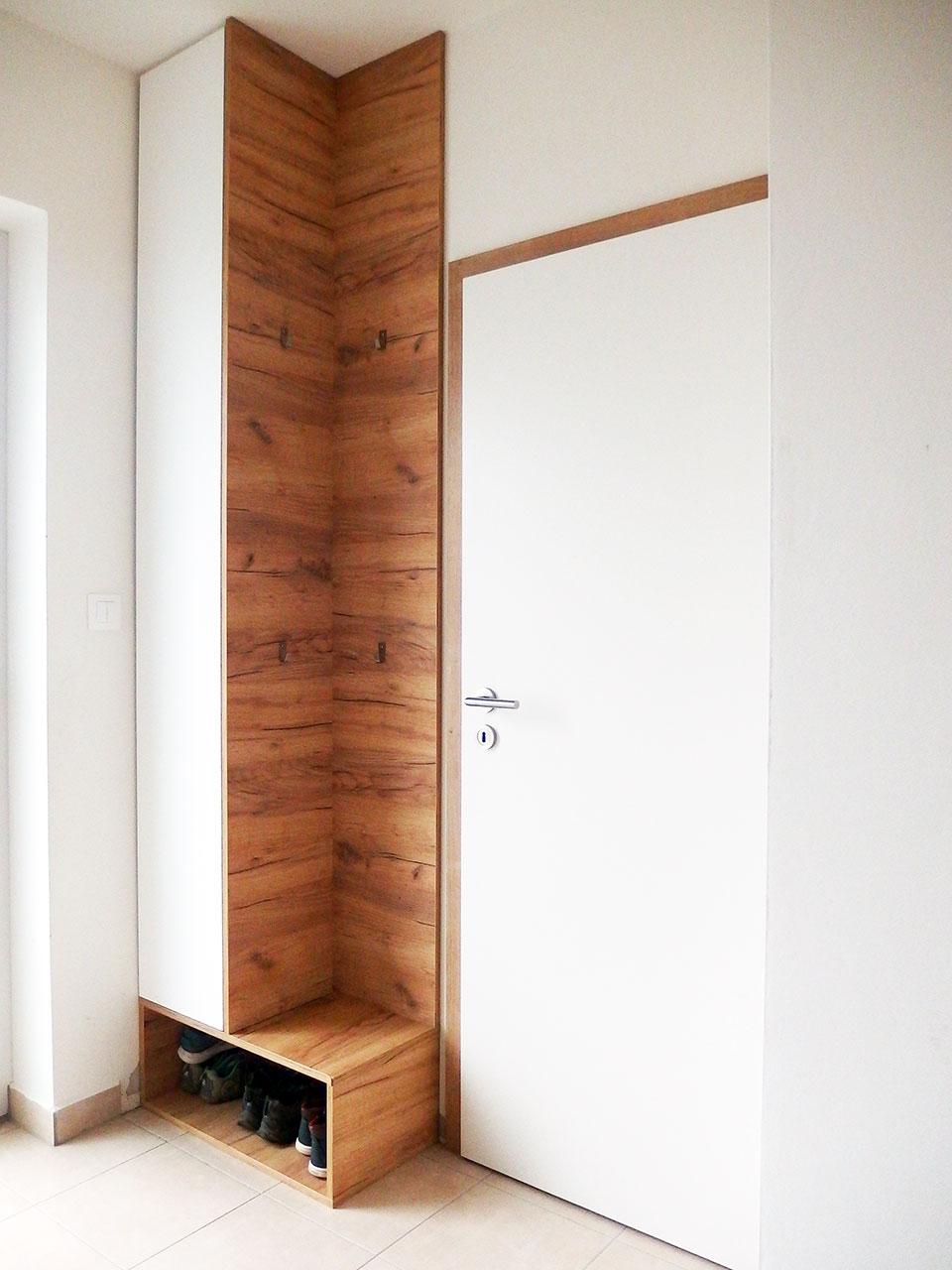 Realizace kompletního interieru vč. skříně s pantovými dveřmi do chodby Praha 9