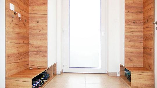 Realizace vestavěné skříně do podkroví