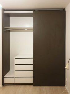 Ukázka skříně s posuvnými dveřmi